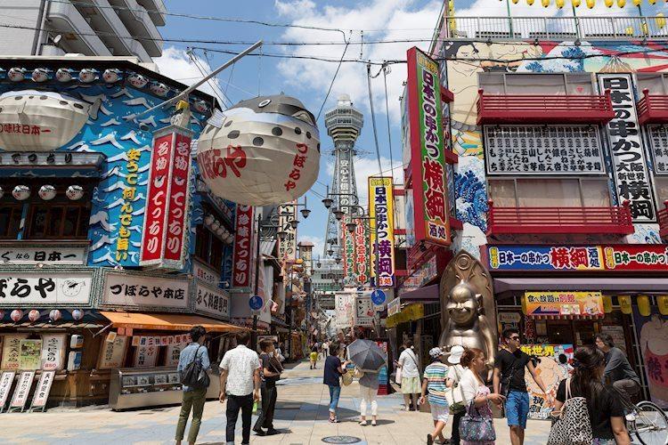 shinsekai with tsutenkaku tower in osaka japan 45357188 Large - تحديد قرار السياسة النقدية يعود إلى البنك المركزي الياباني BOJ