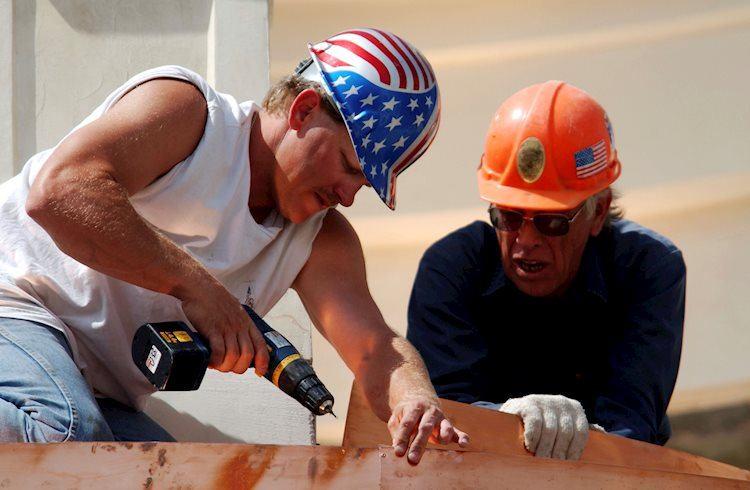 construction work before new mall opening gm72377572 18070848 Large - ارتفع تقرير الوظائف غير الزراعية بمقدار 225 ألفًا في يناير مقابل 160 ألفًا متوقعة