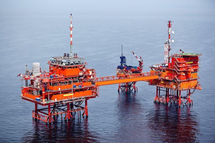 offshore drilling for oil 13084709 Large - خام غرب تكساس الوسيط ينخفض إلى أدنى مستوى في ثلاثة أشهر بالقرب من 52 دولارًا على خلفية انتشار فيروس كورونا الصيني