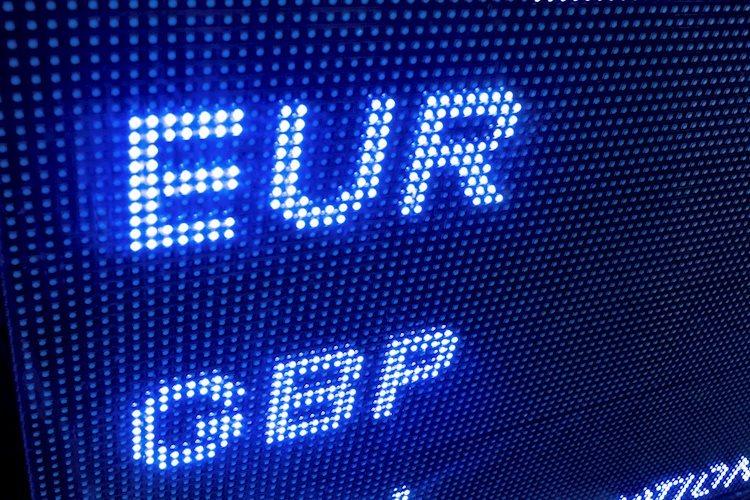 زوج يورو/استرليني EUR/GBP يقلص المكاسب ويعيد التركيز على منطقة 0.8530