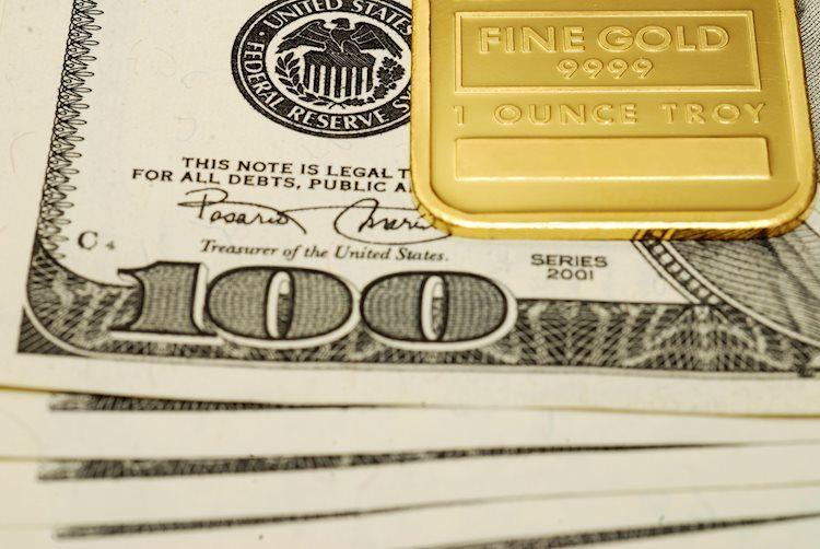 gold ingot 19143567 Large - الذهب يتداول دون منطقة 1580 دولار مع انتعاش عائدات السندات الأمريكية