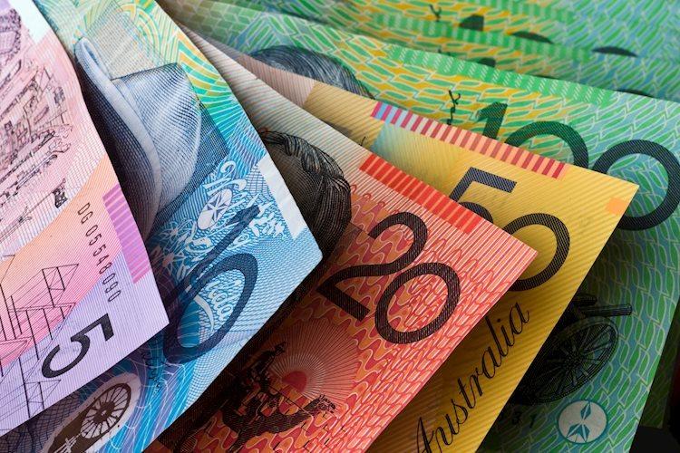 australian currency 8768154 Large - زوج استرالي/دولار يتراجع إلى قيعان 2020 الجديدة بالقرب من 0.6760