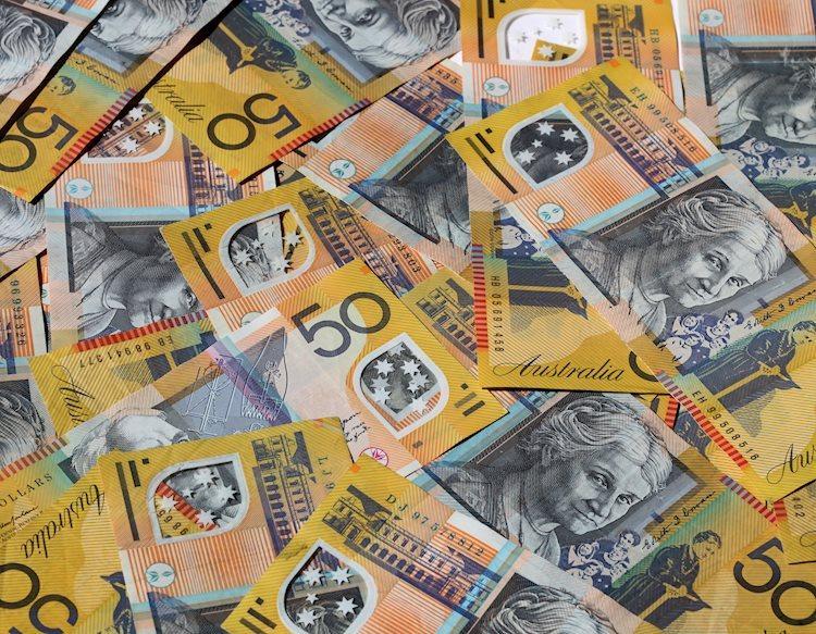 australian money 15191644 Large - يتراجع زوج دولار استرالي/أمريكي AUD/USD إلى منطقة 0.6750 حيث ينتقل التركيز إلى إعلانات اللجنة الفيدرالية