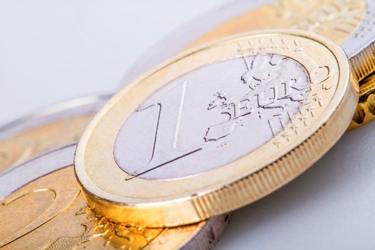 euro coins gm520443967 49899402 Large - زوج يورو/دولار EUR/USD يرتفع قليلاً حول منطقة 1.1100، ويتطلع إلى البنك المركزي الأوروبي