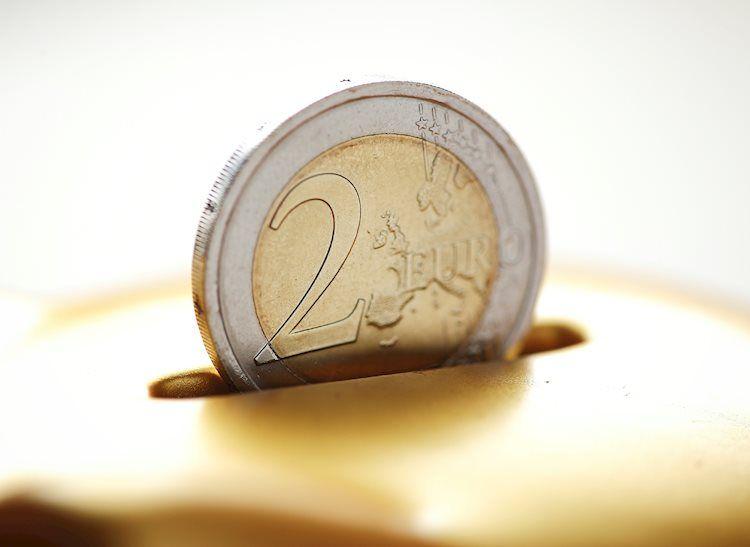 يقترب زوج يورو/دولار EUR/USD من مستوى 1.1100 حيث انخفض الدولار الأمريكي مقابل العملات الرئيسية