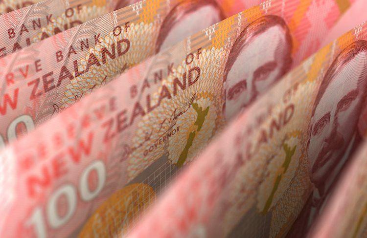 new zealand dollar closeup 28405768 Large - ينخفض زوج دولار نيوزلندي/دولار أمريكي NZD/USD إلى أدنى مستوياته في 8 أسابيع ، ويقترب من مستوى 0.6500 قبل اجتماع اللجنة الفدرالية للسوق المفتوحة